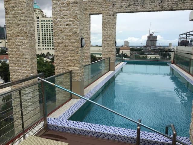 elegant 1 bedroom condo near ayala mall