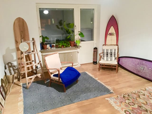 Room in cozy apartment, great location