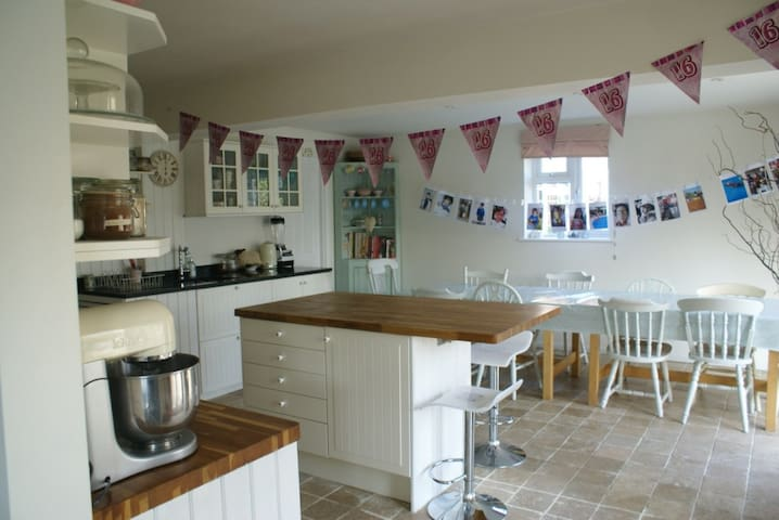 Bright, Spacious 5 Bedroom House, sleeps 10 - Hurstpierpoint - Huis