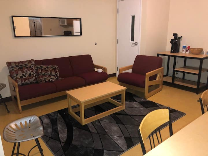 Downtown Apt-5 Single Beds|Walk Everywhere|Clean