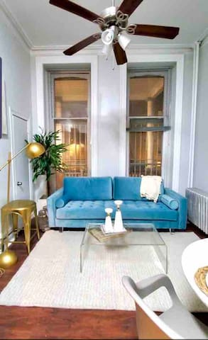 Stylish Renovated 1 Bedroom Apartment