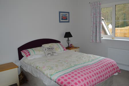 Double room, ensuite, lounge near Henley on Thames - Рединг