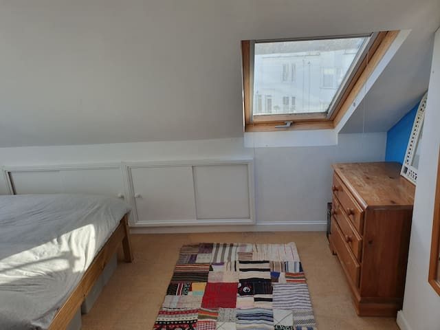 Cosy and quiet attic room 3mins from station