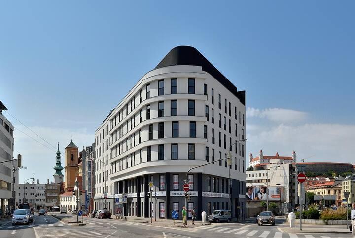 Krásný nový moderní byt 1 + kk v centru Bratislavy