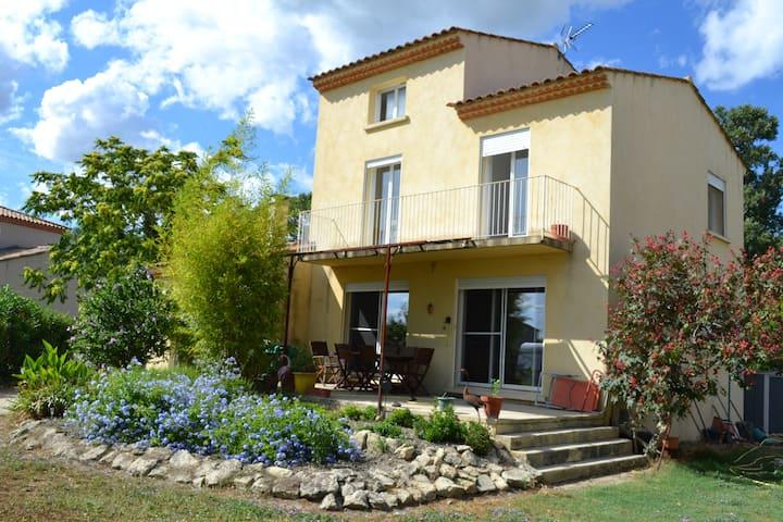 villa 120 m2 avec terrasse plein sud