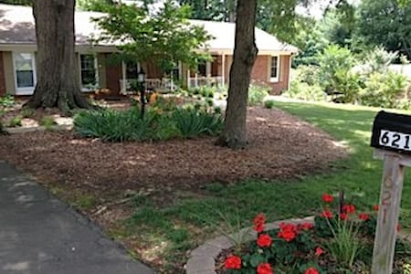 Sunny Downstairs Suite with Private Entrance - Winston-Salem - Haus
