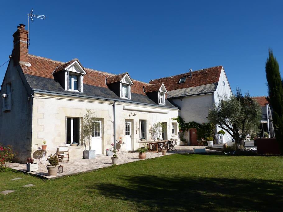 Vue pelouse maison principale
