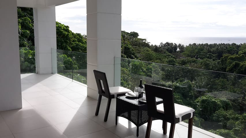 2BR Station 1 White Beach - Malay - Byt
