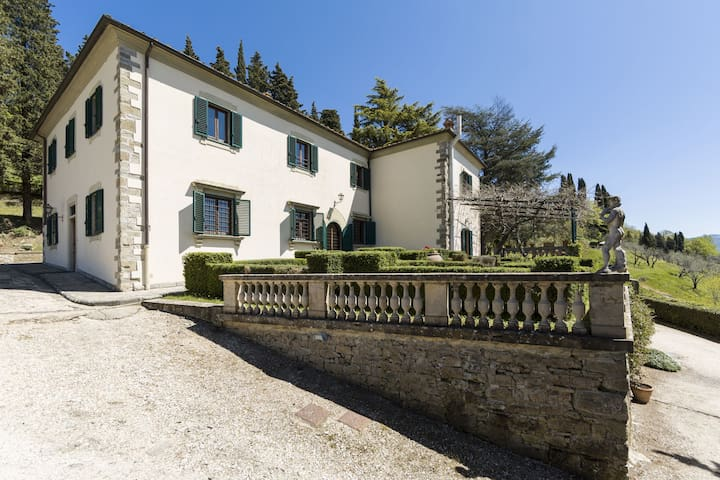 Villa Camilla - Holiday Rental with swimming pool near Florence, Tuscany