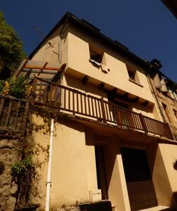 Maison de charme dans village au pied de l'Aubrac - Saint-Geniez-d'Olt - Talo