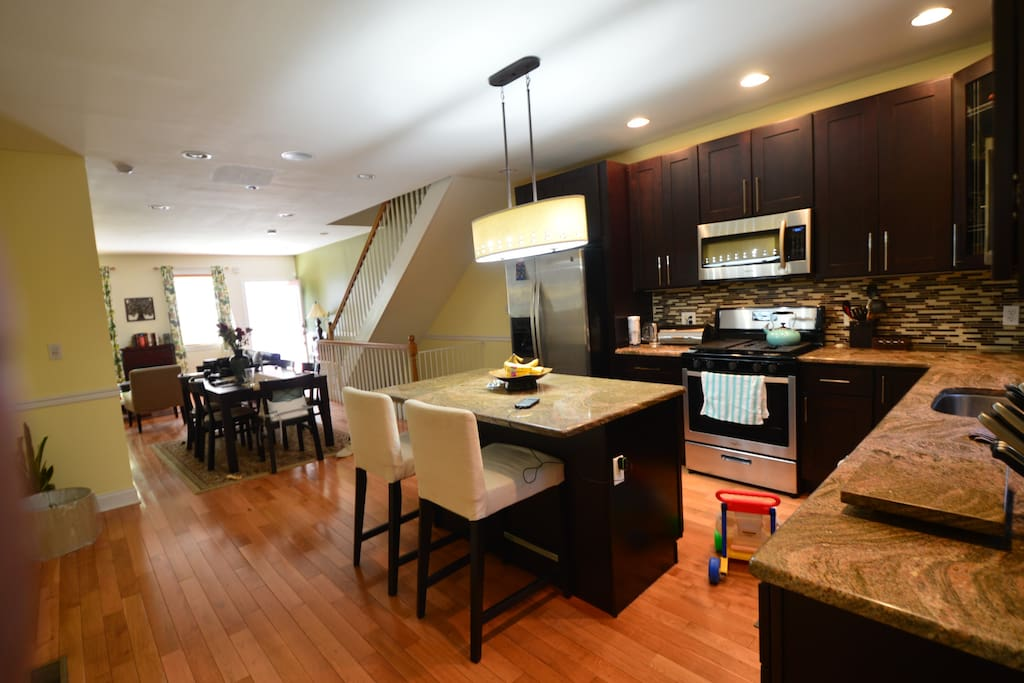 A cook's kitchen newly remodeled in 2015, new stainless steel appliances, granite counter tops and a lovely island to enjoy breakfast.