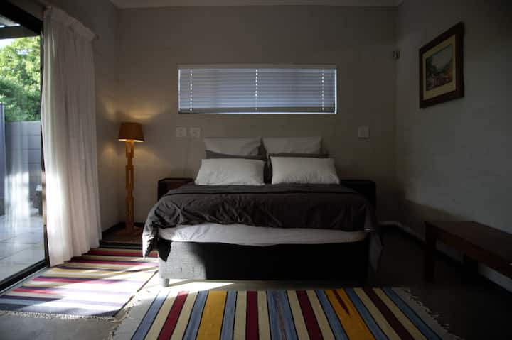 """FICUS-ROOM 2"" Wifi,Crisp Bedding, 5km from Town"
