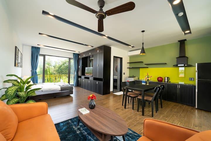 Deluxe Apartment 303