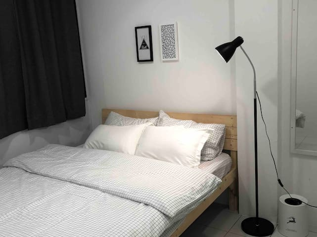 Miniinn - Double Bedroom with Window