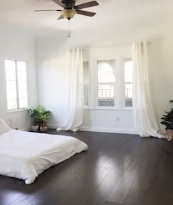 Spacious, light, airy room with private ensuite - Los Angeles - Wohnung