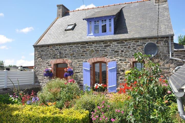 Maison en pierre typique Bretonne - Minihy-Tréguier - Dům