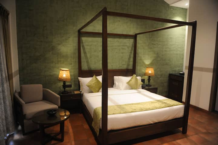 Safe & Hygienic Stay | Mountain View With Balcony