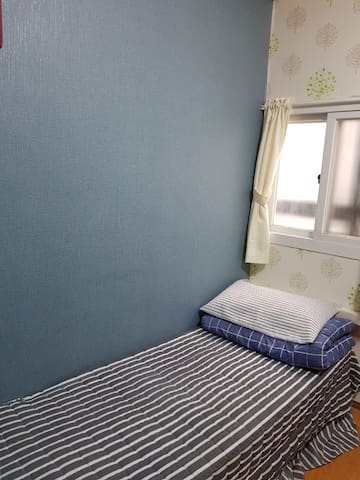 A single room with shared bath - for male (2)