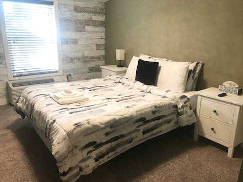 Quiet and Cozy Bachelor Suite!