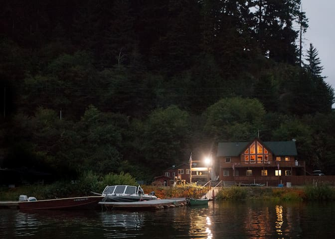 Gold River Lodge (PNW) - Klamath - Hus