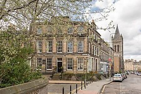 Central, spacious Stockbridge flat - Edinburgh - Lejlighed