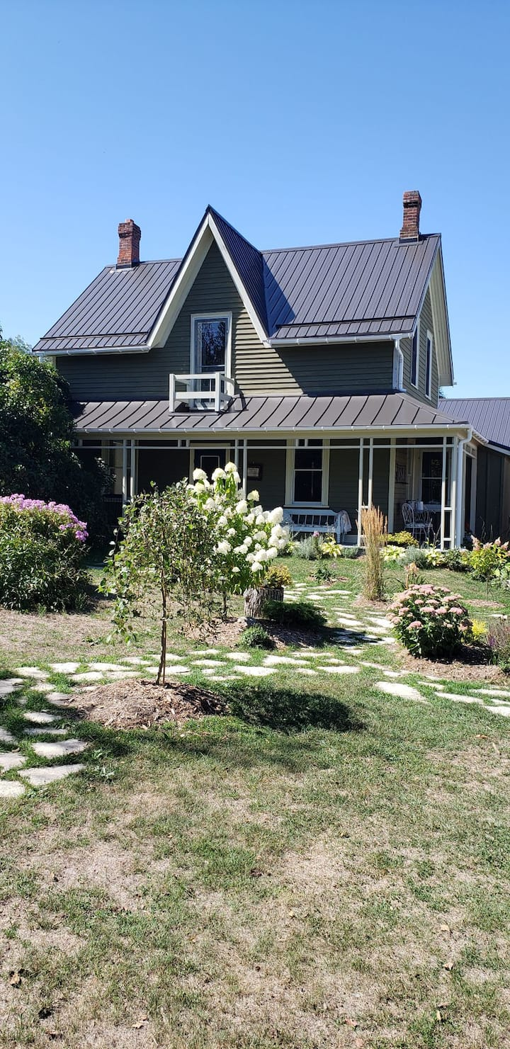 Hockley valley, Fere's bed and breakfast