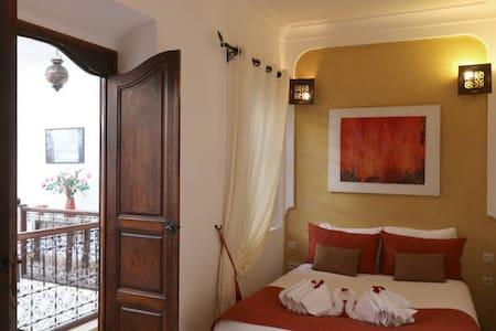 """Riad traditional """"Fire"""" Room - Bed & Breakfast"""