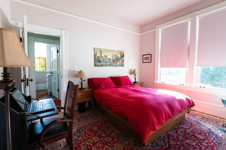 View room in an 1890 Noe Valley Victorian