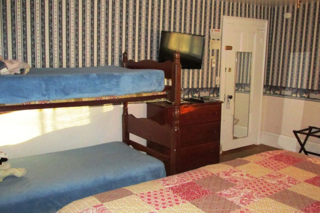 Bunkbeds cannot accommodate people more than 100 lbs (the top bunk is for children only - bed fence available)