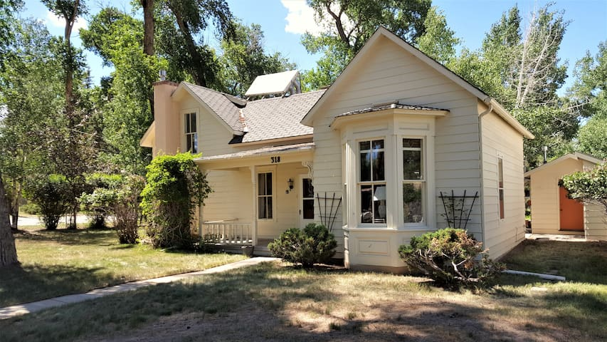 Victorian on Cottonwood Creek (convenient to town) - Buena Vista
