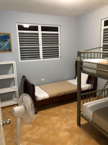 Cuarto 1 cama litera full- full y cama twin