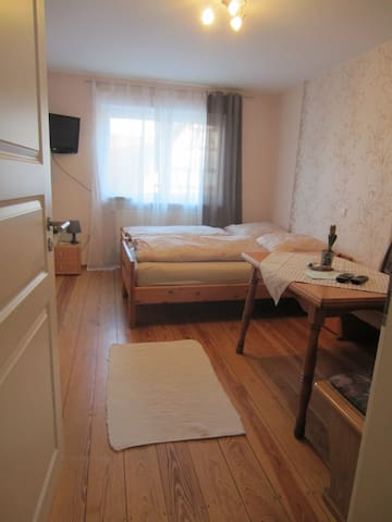 Doppelzimmer auf dem Weingut + eigenem Bad - Angelbachtal