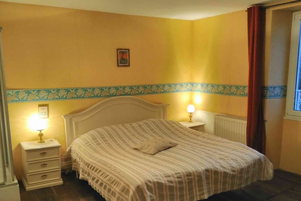 Chambre jaune calme au moulin chambres d 39 h tes louer for Chambre agriculture champagne ardenne