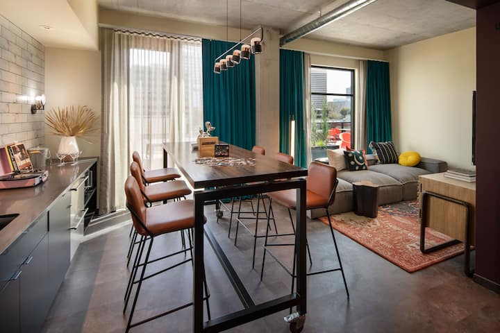 Modern Penthouse in New Downtown Moxy Hotel