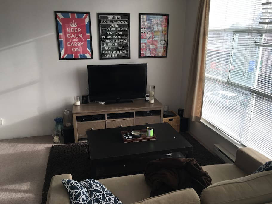 """42"""" Flat Screen great for those Netflix and Chill evenings after touring the city or swimming at Kits Pool."""