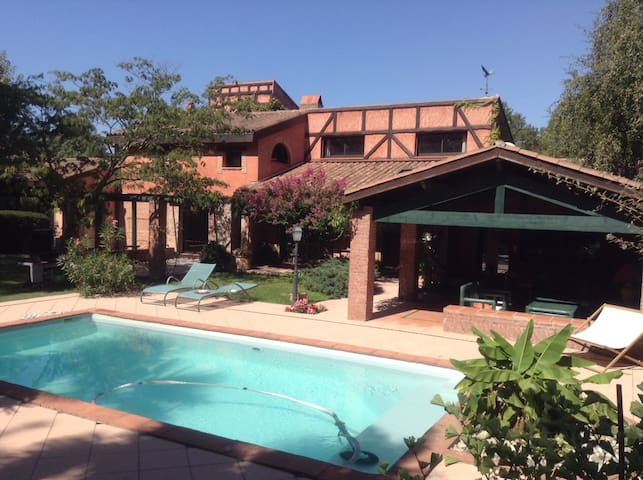 Villa 6 km de Toulouse dans grand écrin de verdure - Pin-Balma - Huis