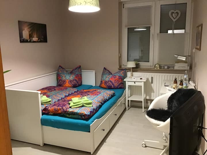 Chickes Zimmer mit Bad, Küche, Balkon, E. Süden