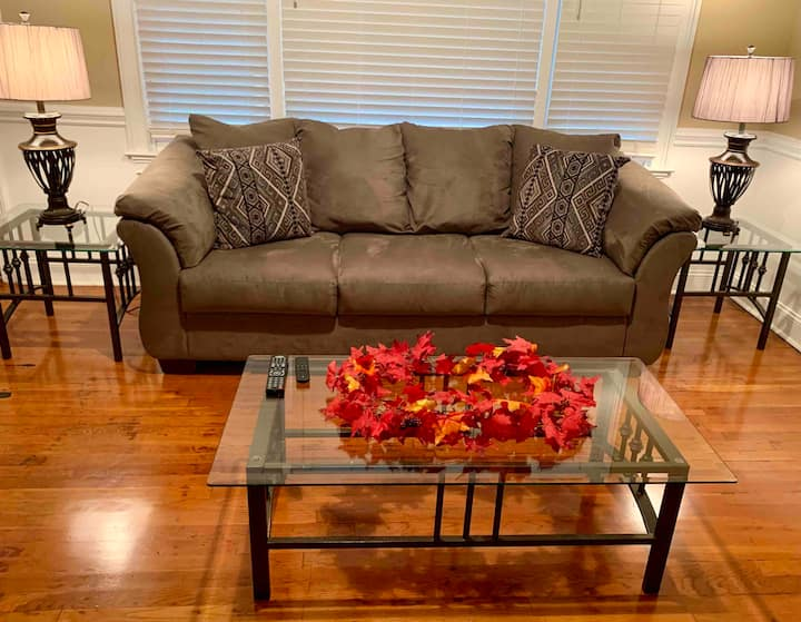 Cozy Home Near the Airport & 6 min to Downtown!