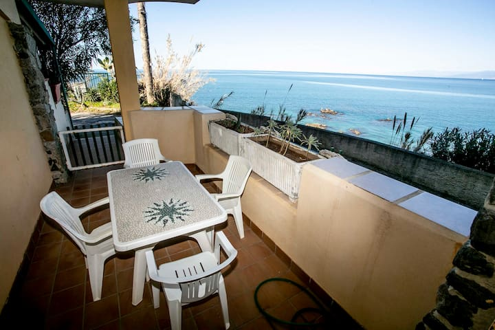 Calabria-Punta Alimede - appartamento sul mare N.2