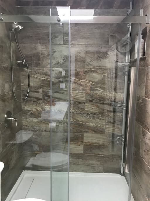 Spacious shower with all accessories