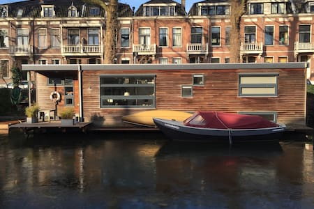 Moderne woonboot / houseboat Utrecht - ユトレヒト
