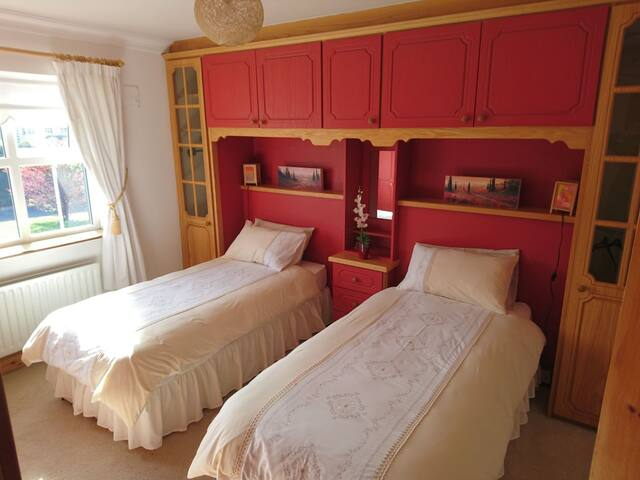 Twin room opposite Castlebar golf-club - Hawthorn Avenue - Gästehaus