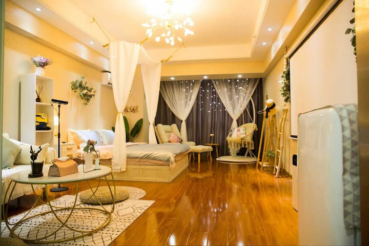 蜜屋-仙踪林 房间已消毒 100寸G7坚果高清投影仪、网红吊椅、北欧懒人沙发、可做饭