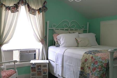 The Kensington Room at Victorian Lane B&B
