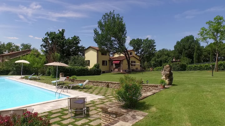 Spectacular tuscan villa vith pool