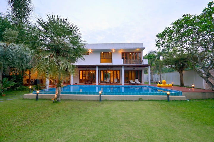 4bdrm Luxury Villa 100m to secluded beach