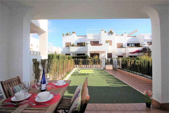 Casa Pamela, apartment along the beach with garden and shared swimming pool