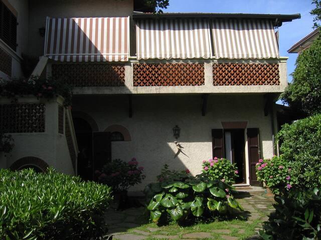 Casa di charme accanto al mare - Forte dei Marmi - Σπίτι