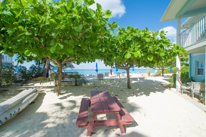 NEW!!! Modern One Bedroom on Seven Mile Beach