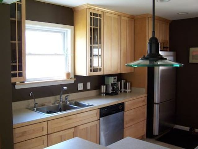 Beautiful 2 Bathroom Family Friendly Home - Ann Arbor - Hus